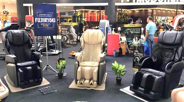 massage_chair_showroom_600